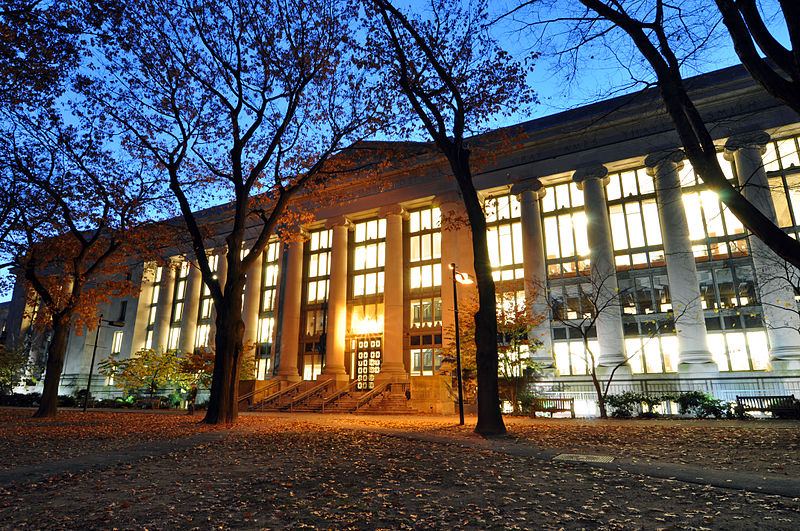 Credit: Chensiyuan / Wikimedia Commons / CC BY-SA 4.0, available at https://commons.wikimedia.org/wiki/File:Harvard_Law_School_Library_in_Langdell_Hall_at_night.jpg