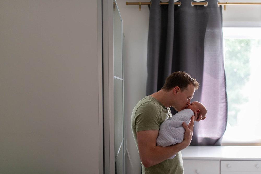 Philadelphia_newborn_photographer_Dad_kisses_baby_girl.JPG