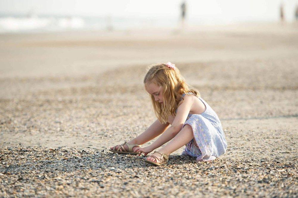 little_girl_looks_for_shells_in_ocean_city.jpg