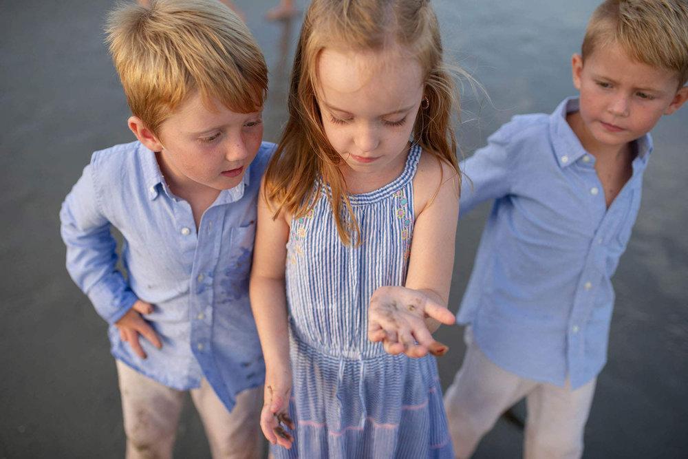 kids_find_beach_treasures_in_ocean_city_nj.jpg