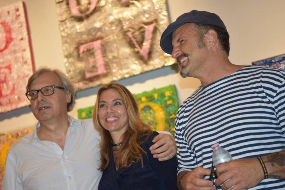 Fabio Ferrone Viola con Paola Valori e Vittorio Sgarbi all'apertura della mostra Crush al Vittoriano (2016)