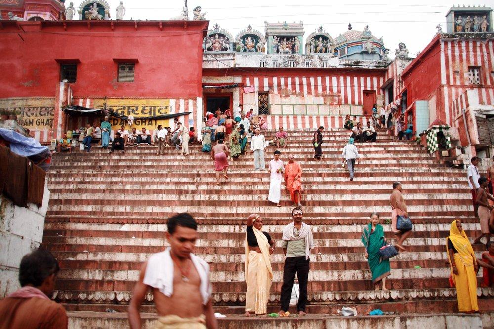 Ghat Varanasi India 2010 410.jpg