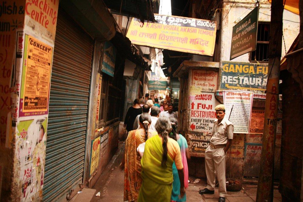 Strada a Varanasi India 2010 451.jpg