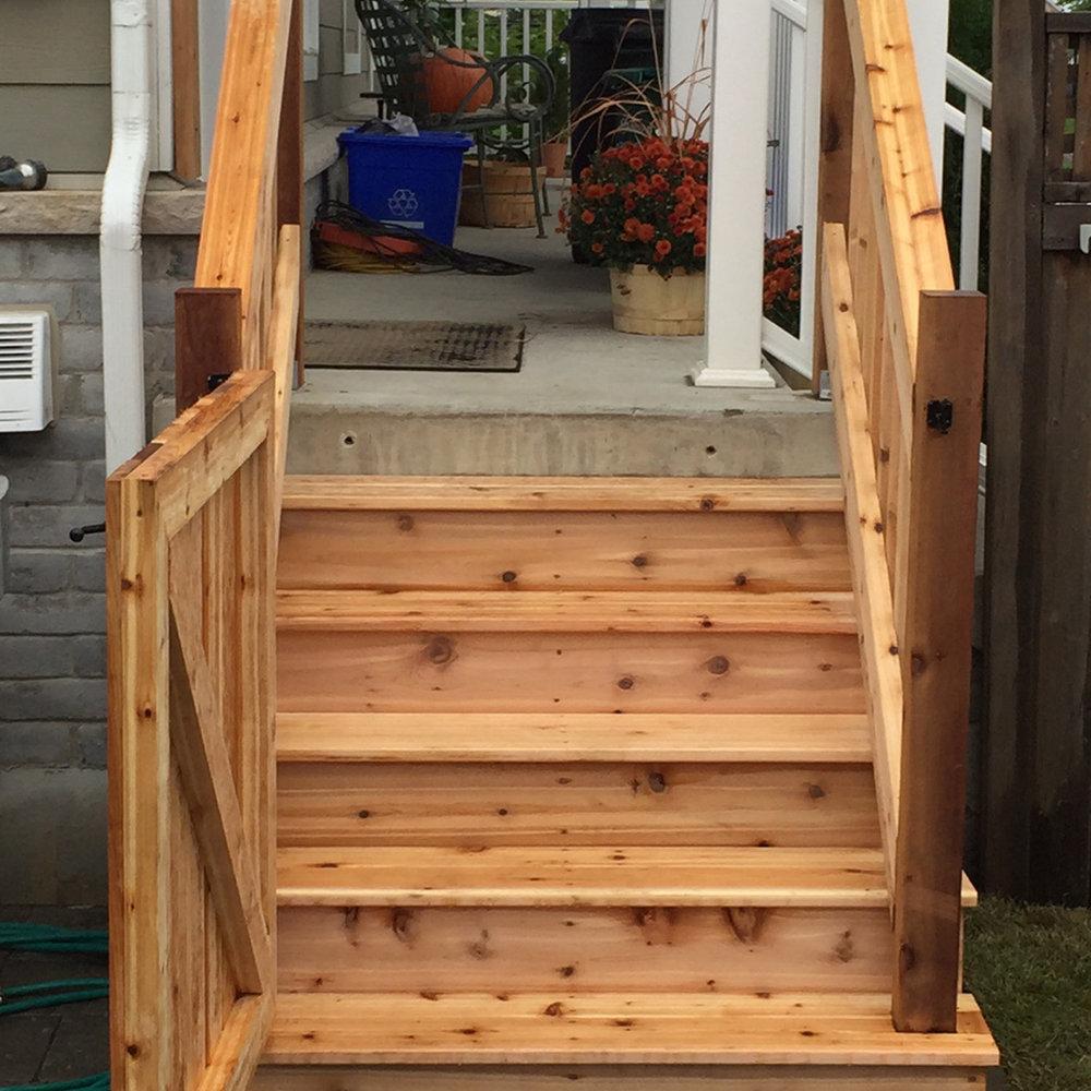 gallery-carpentry-deck-stairs.jpg