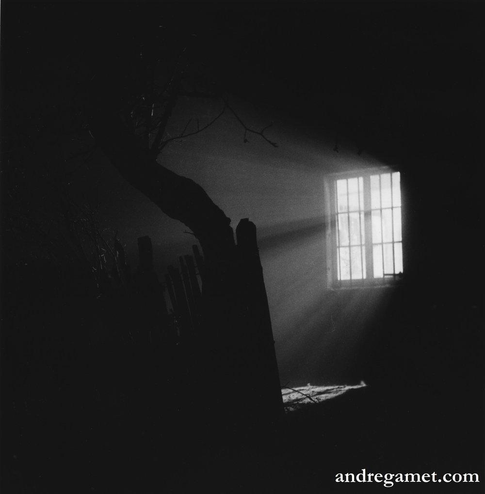 Nuit d'hiver, fenêtre de la cure