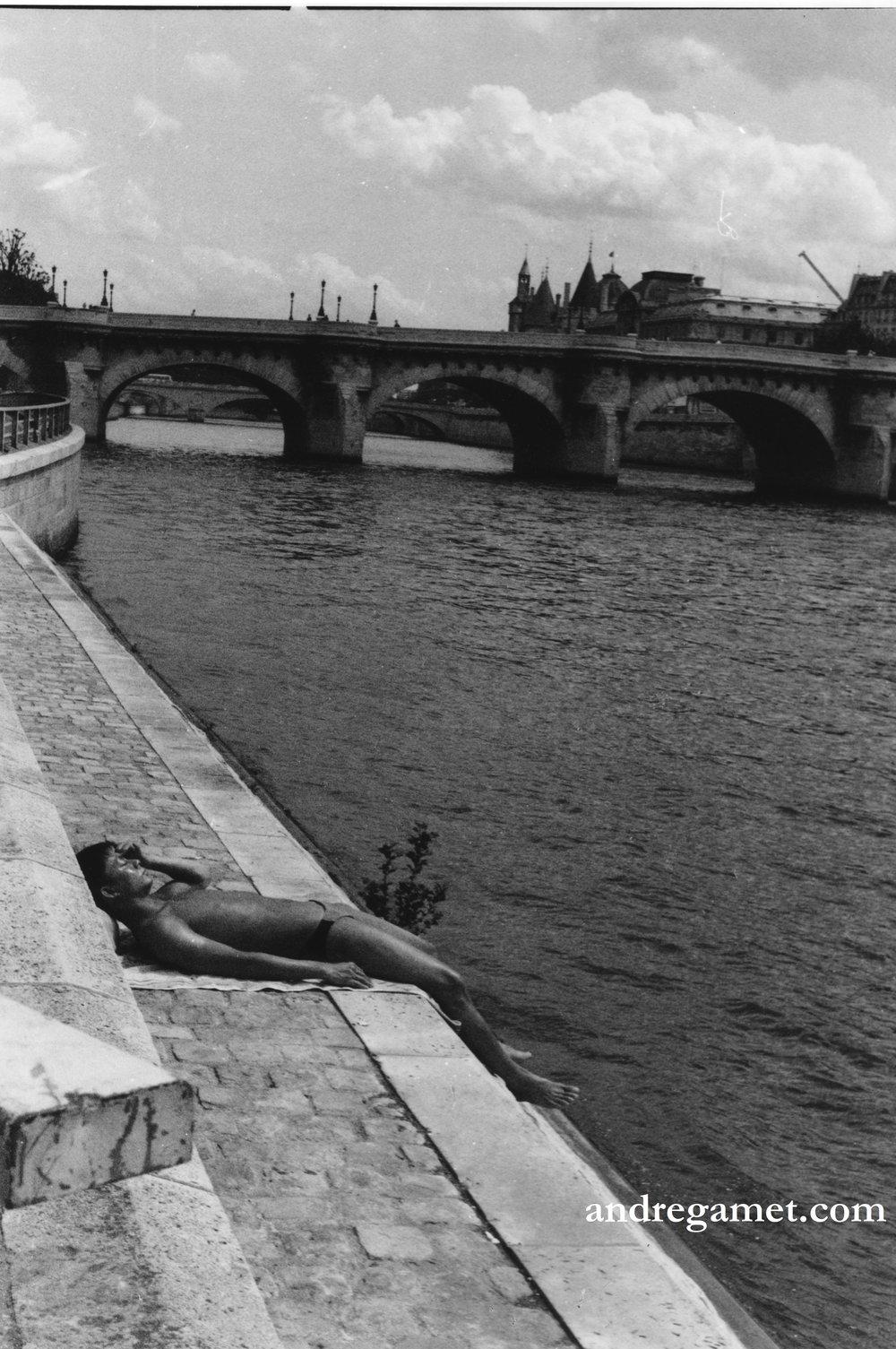 Bain de soleil au Pont Neuf