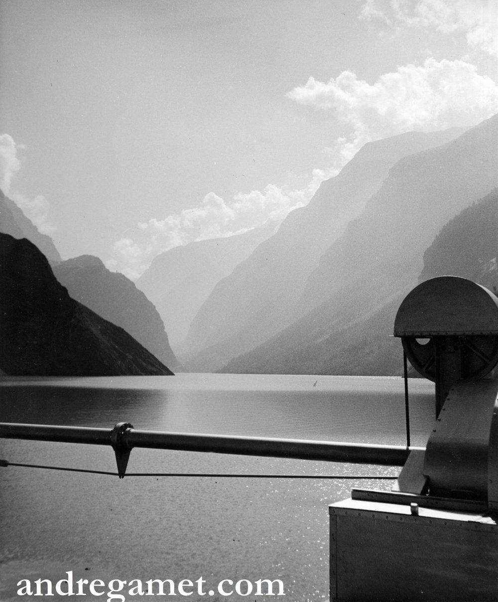 Alpes du Dauphiné, barrage du Chambon, 1950.jpg