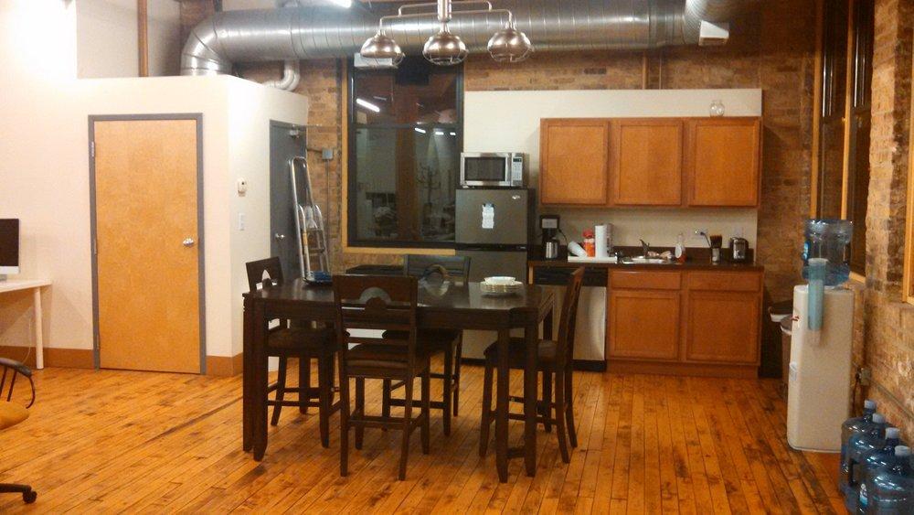 333 #200 kitchen area.jpg