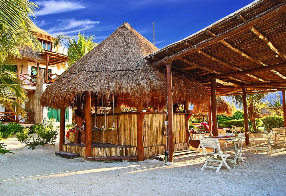 bar-en-playa-isla-holbox.jpg
