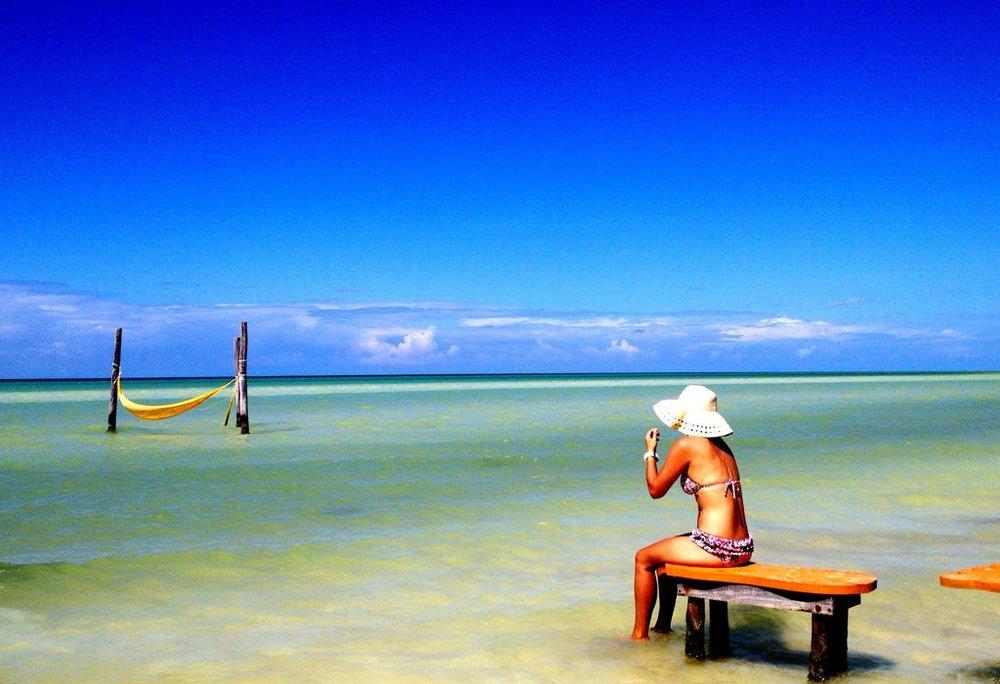 mujer-en-mar-villas-flamingos.jpg