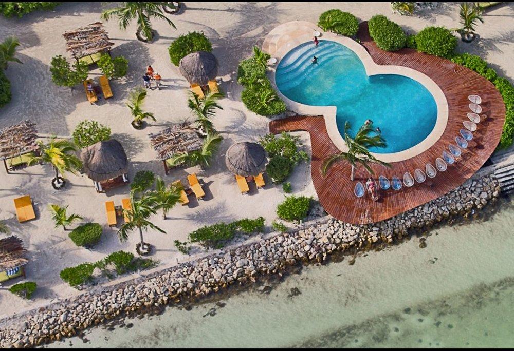 playa-holbox-alberca-lujo.jpg