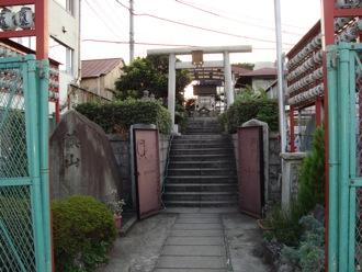 tsukijishrine1.jpg