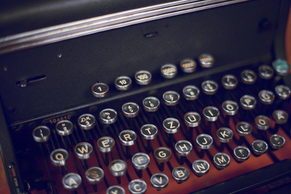 typewriter-1156827_1920.jpg