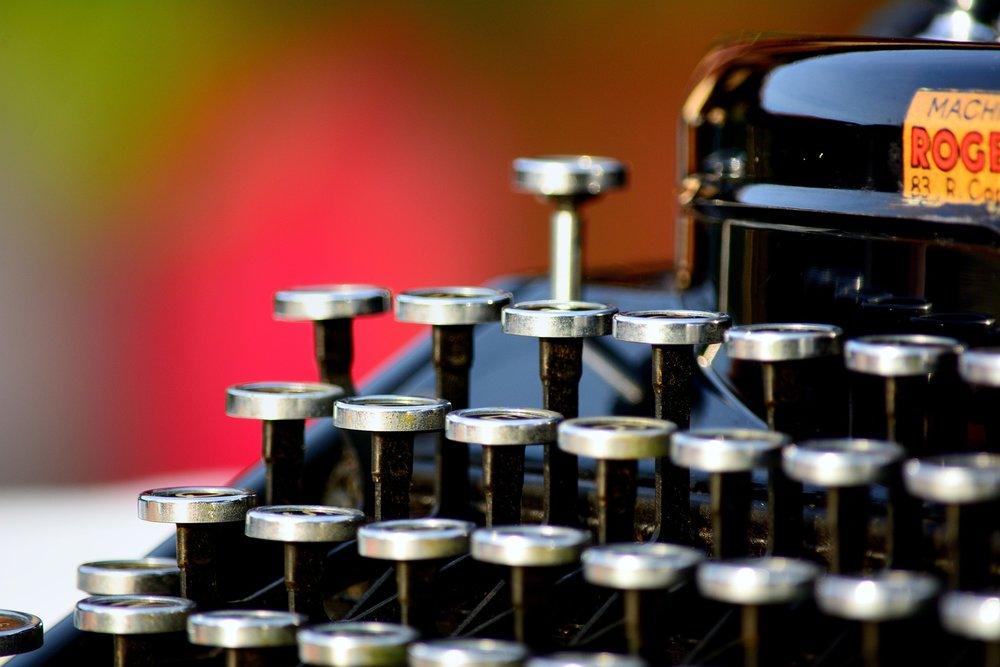 typewriter-1161519_1920.jpg