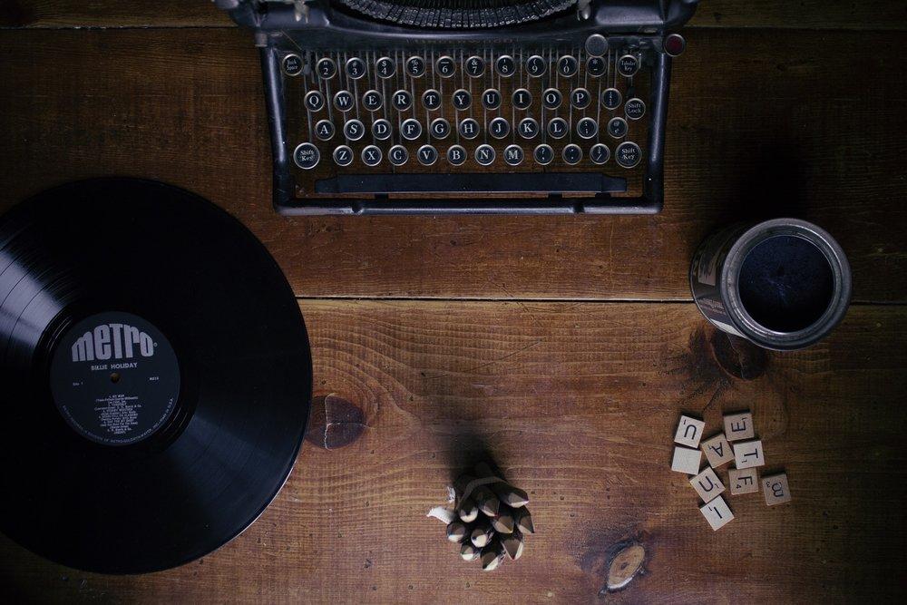 typewriter-1148939_1920.jpg