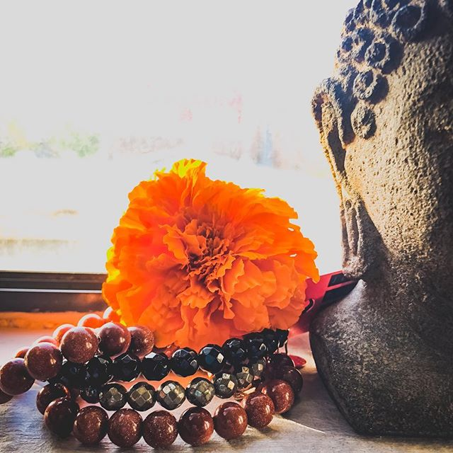 Halloween stack! 🎃👻🎃💀🎃 🍭🍬Goldstone for abundance (bring on the candy!) 🙅🏽‍♀️👹Black Agate for protection (ghouls and goblins take note!) ✨🌙Pyrite for vitality (staying up late to howl at the moon!). #adornmentsforthesoul