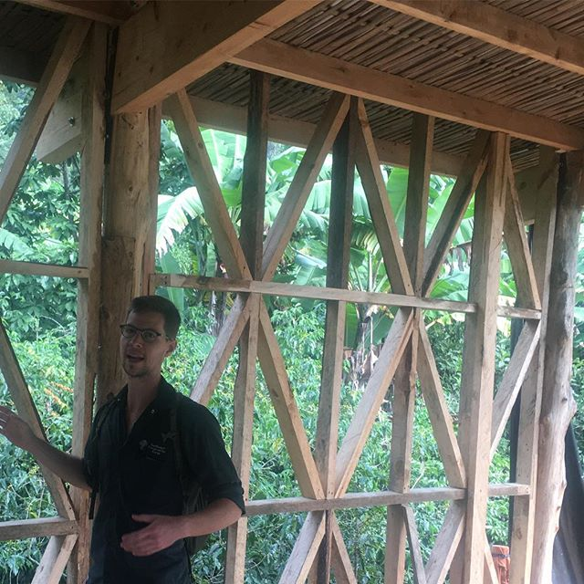 Natural building tour in Tzununa, Guatemala with Oliver Goshey of Abundant Edge for the Intro to Natural Building course at Atitlan Organics. This framing will be covered with bahareke, the local term for wattle and daub. @oliver.goshey @atitlanorganics #naturalbuilding #tzununa #guatemala #abundantedge