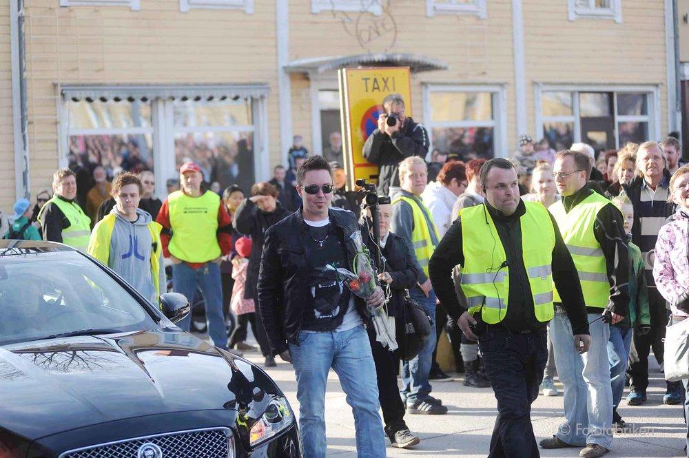 Mikko anländer till folkfesten som ordnades på Rådhustorget