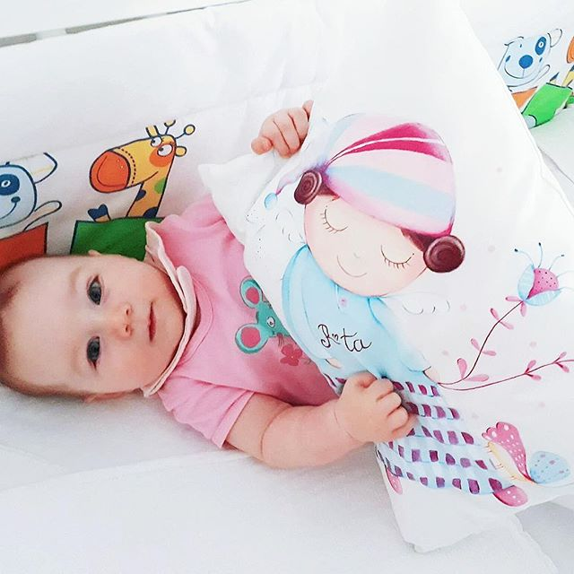 Little Rita playing with her new pillow 🤗 Thank you mommy Mia for the photo #lescherubinsart #lescherubins #dominikabozic #handpaintedpillow #handpaintedcushion #pillowdesign #nurserydecor #nurseryinspo
