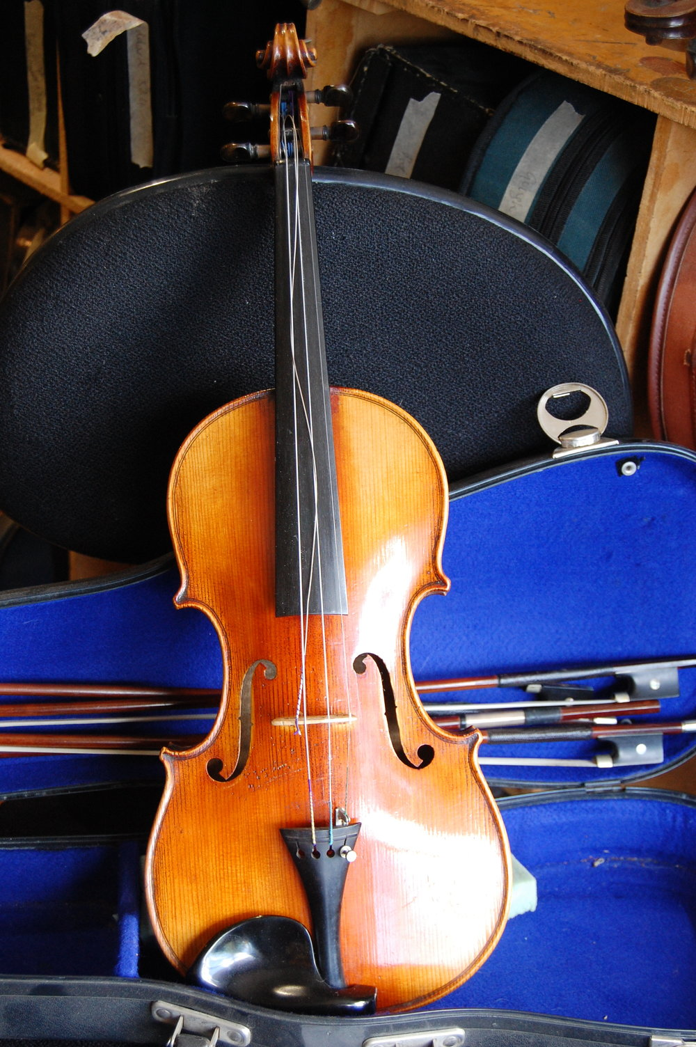 Full size German violin C1880 with case, two good bows and two bow parts. Selling for £600 CS003  Condition: Good  Tone: 3/5  Value for money: 5/5  Overall rating: 5/5