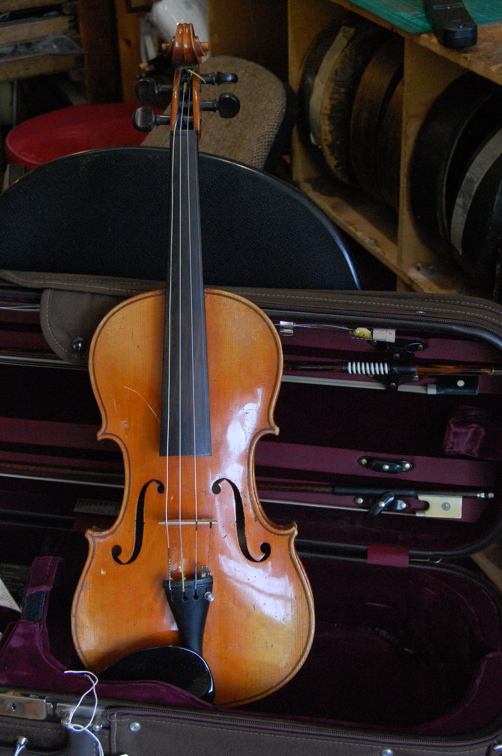 Full size German violin C1920 with case and 2 bows. £800 CS007  Condition: Good  Tone:4/5  Value for money: 4/5  Overall rating: 4/5