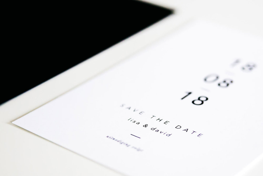 plus-wedding-stationery-trouwhuisstijl-save-the-date-kaart-strak-grafisch-monochrome.jpg