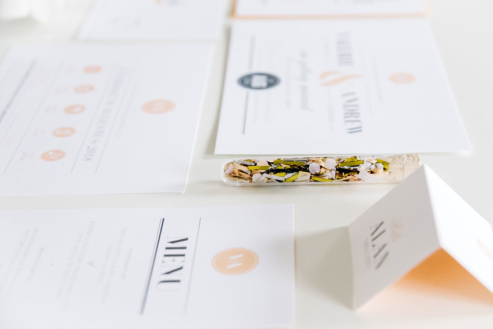 and-wedding-stationery-trouwhuisstijl-trouwkaart-confetti.jpg