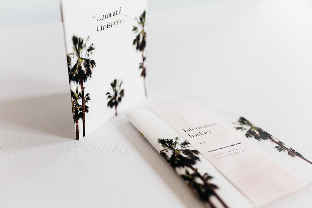 trouwkaarten-palm-leaves-trees-tropical-goudfolie-modern-minimalistisch-info-book.jpg