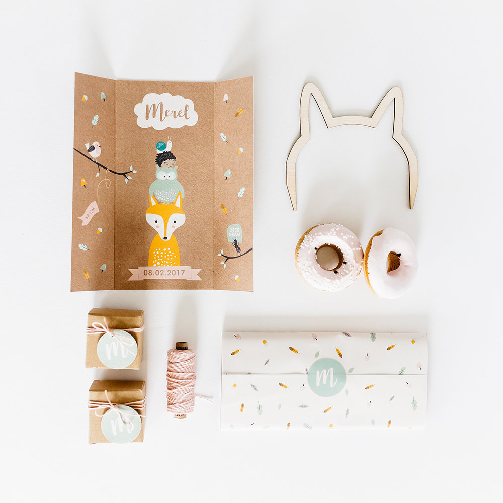geboortekaartje-kraft-forest-bos-dieren-animals-illustratie-flatlay-stationery.jpg