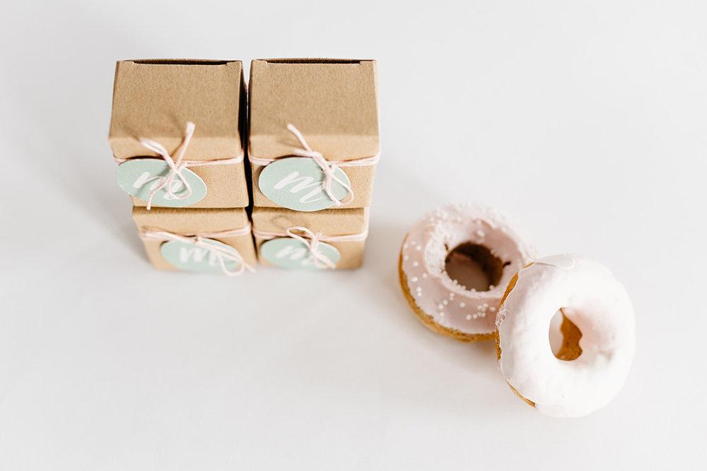 geboortekaartje-kraft-forest-bos-dieren-animals-illustratie-kraam-traktatie-sweets-donut-doopsuiker.jpg