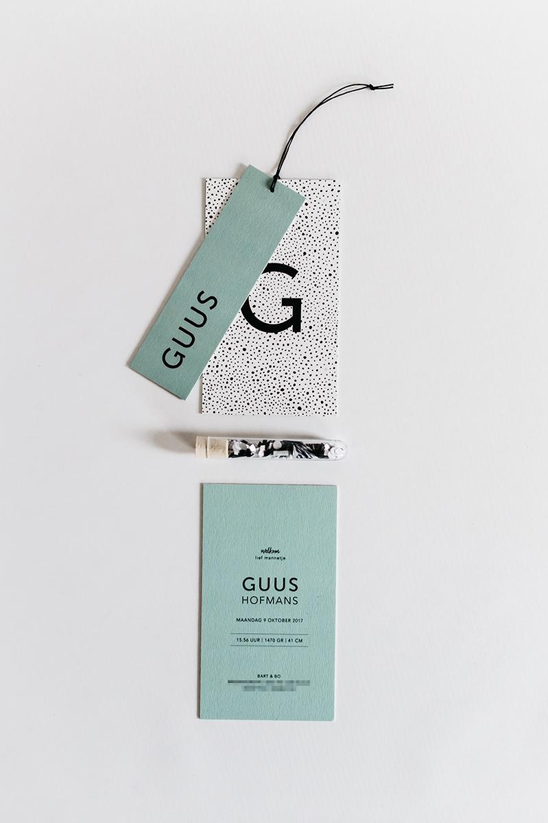geboortekaartje-pakketje-naam-label-mint-groen-confetti-zwart-wit.jpg