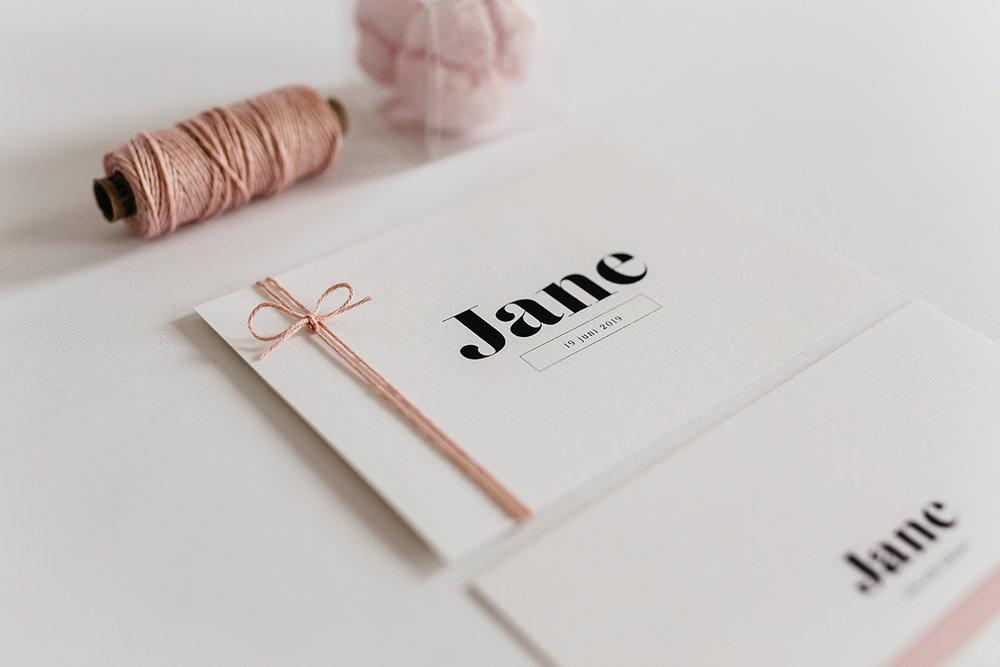 geboortekaartje-meisje-roze-eenvoud-bold-design-simpel.jpg
