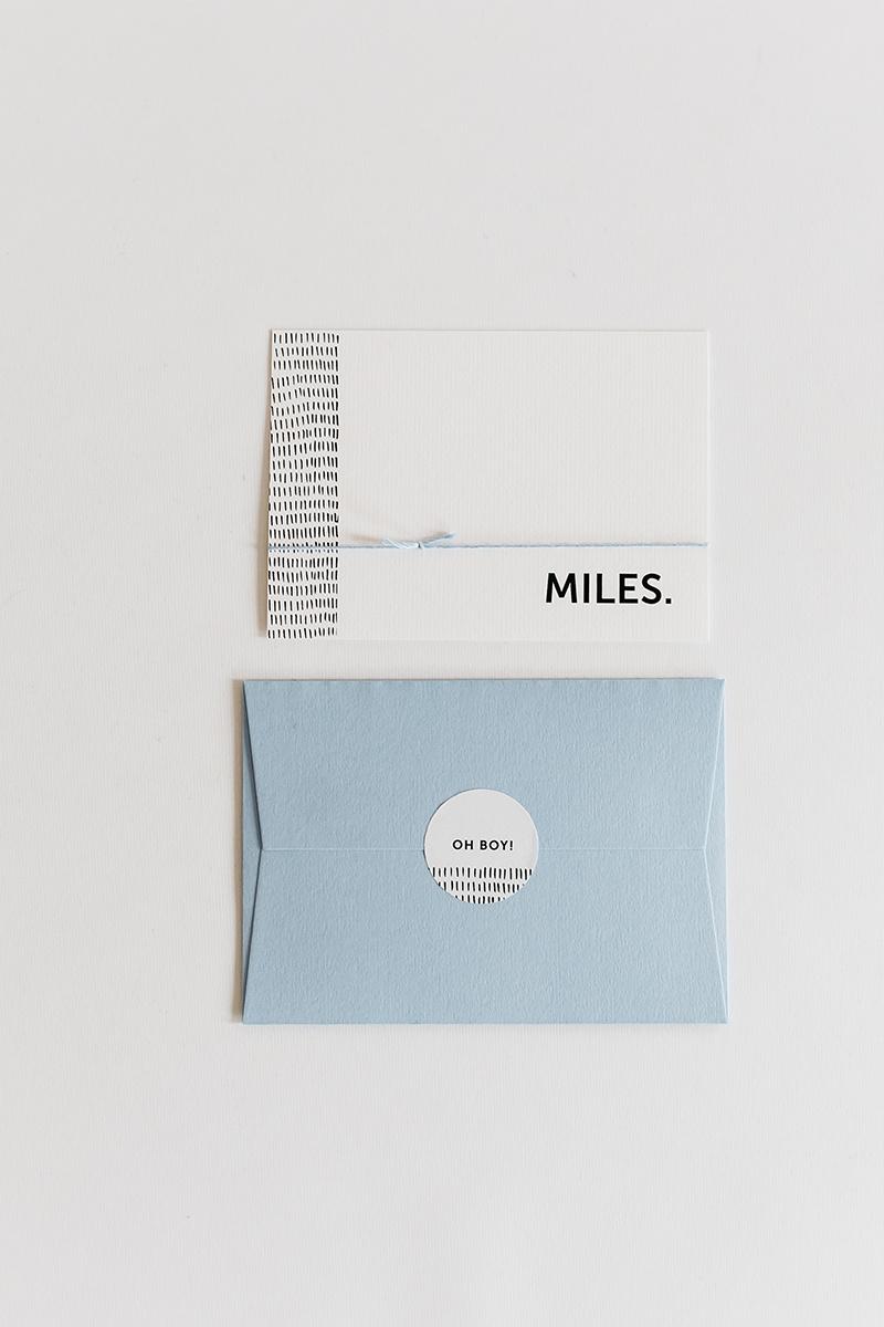 geboortekaartje-envelop-sluitzegel-zwart-wit-speels-modern.jpg