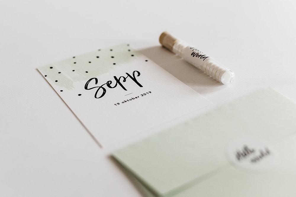 geboortekaartje-brush-letters-spots-mint-groen.jpg