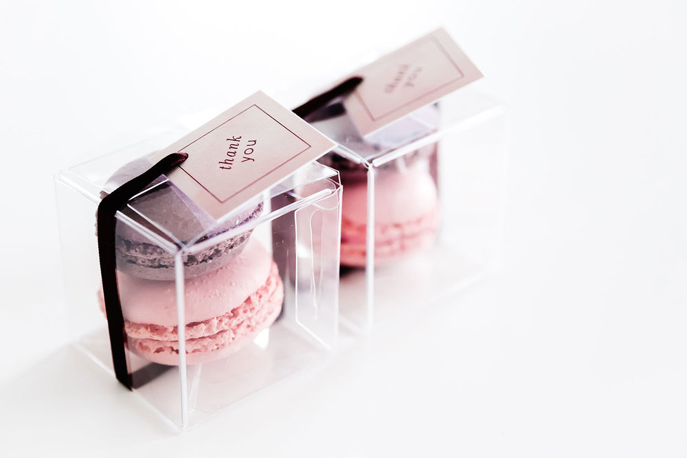 plus-two-wedding-stationery-trouwhuisstijl-bedankje-macarons.jpg