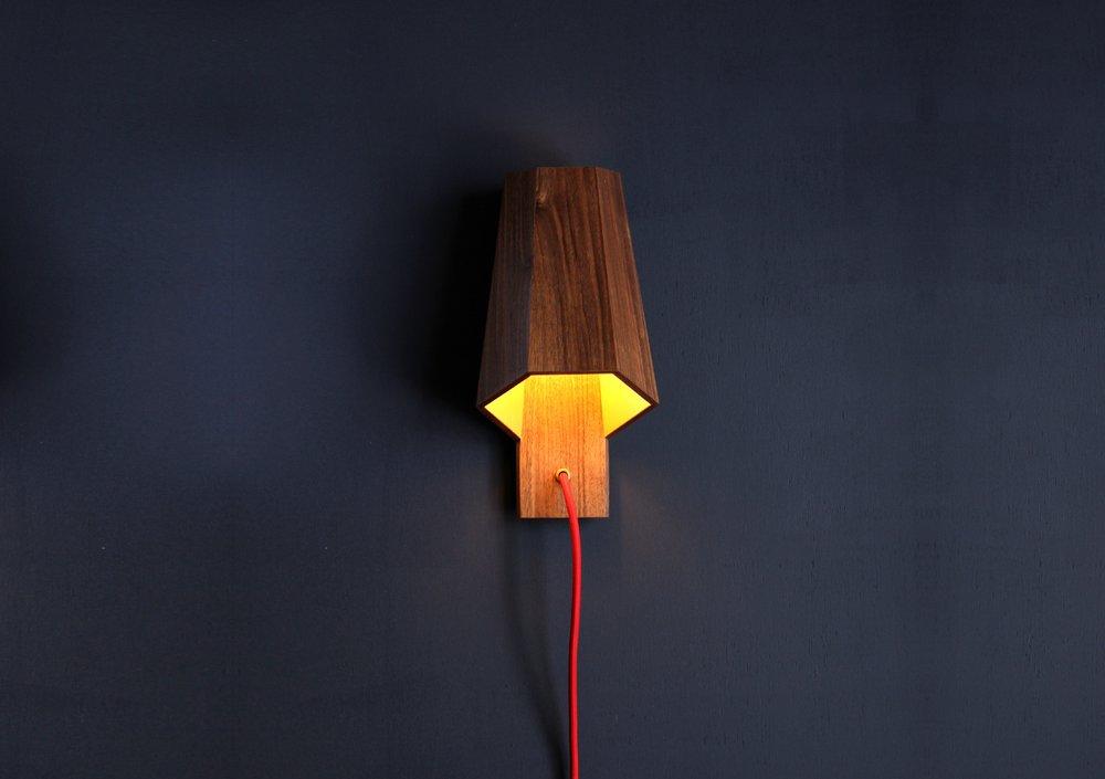 applique-lampe-baladeuse-bois-noyer.jpg