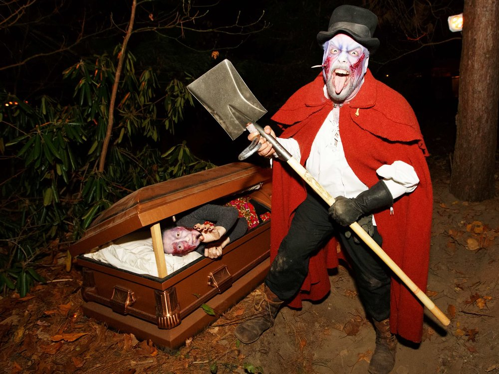 grave-digger-interactor-and-victim-at-halloween-party-in-boston-ma-with-harrington-events.jpg