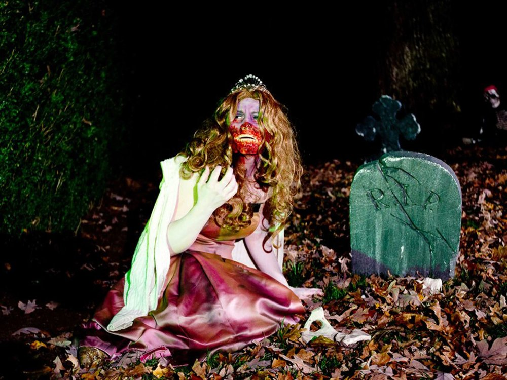 zombie-prom-queen-interactor-at-halloween-party-in-boston-ma-with-harrington-events.jpg