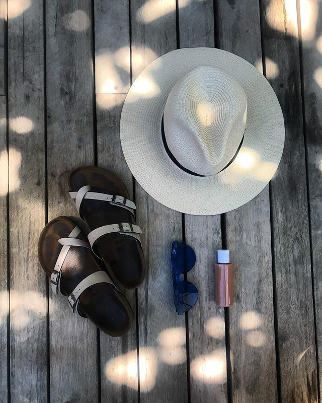 Finally it's warm again which means 🌞🌞🌞🌞 #travel #CTG #cartagena #hats #birkenstock #urbanoutfitters #sun #beach