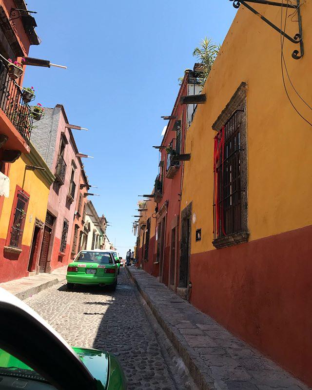 This past weekend I had the opportunity to go to San Miguel de Allende, Mexico and as always it was incredible! // Este fin pasado tuve la oportunidad a ir a San Miguel de Allende, MX, y como siempre era increíble! • • • • • • #travel #mexico #MX #sanmigueldeallende #viaje #viajar #taxi #tacos #tequila #boda