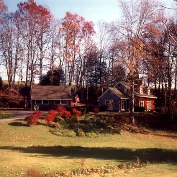 Maury Heights Farm  - The Maury Heights Farm Guest Rooms are nestled in a valley of lush vegetation surrounded by pastoral beauty and scenic views.Walk down an old railroad bed or through an apple orchard.