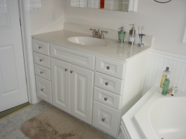 Aristokraft - Nantucket White Thermofoil - Synmar 'White on White' Vanity Top