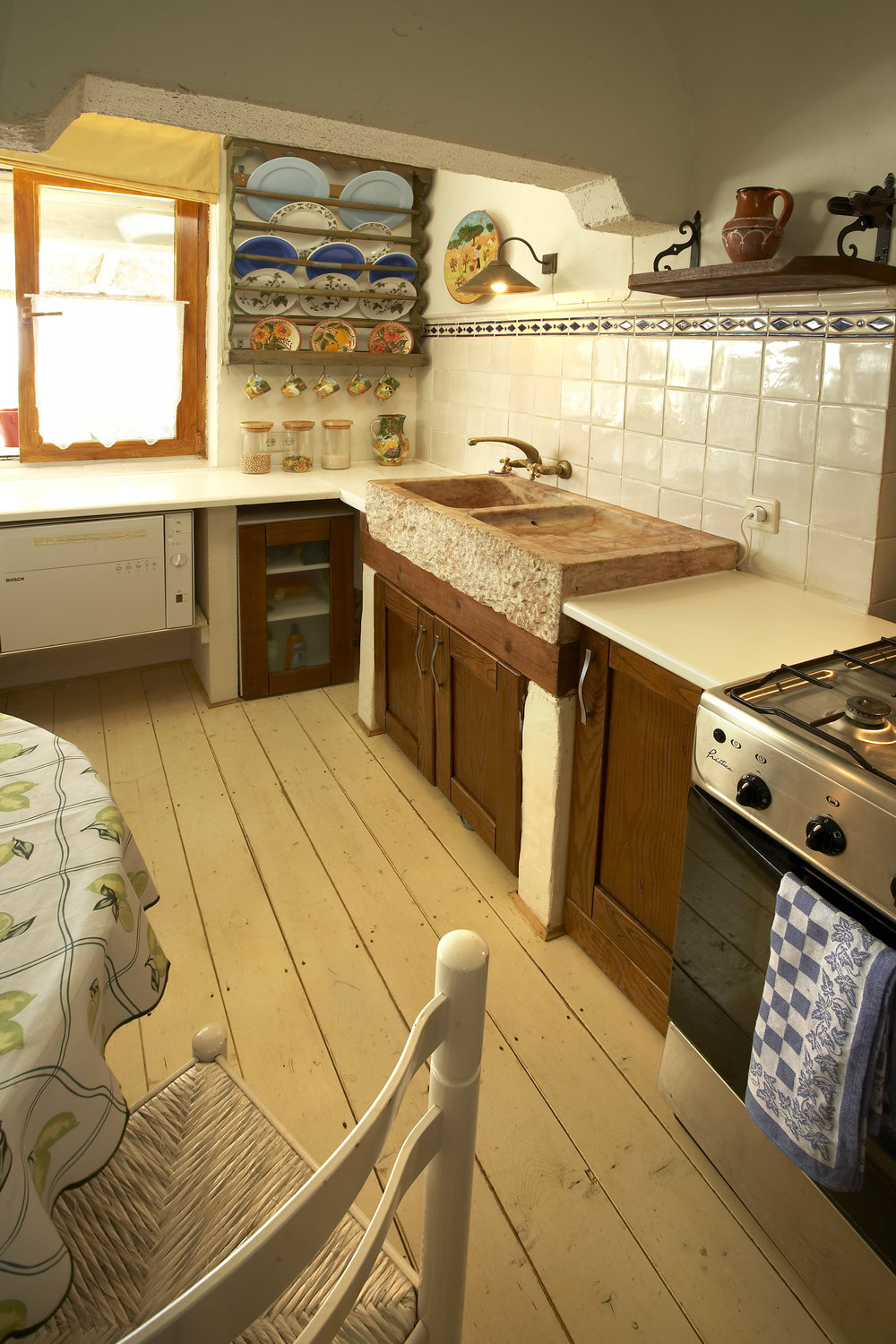 08_Main House Kitchen1.jpg