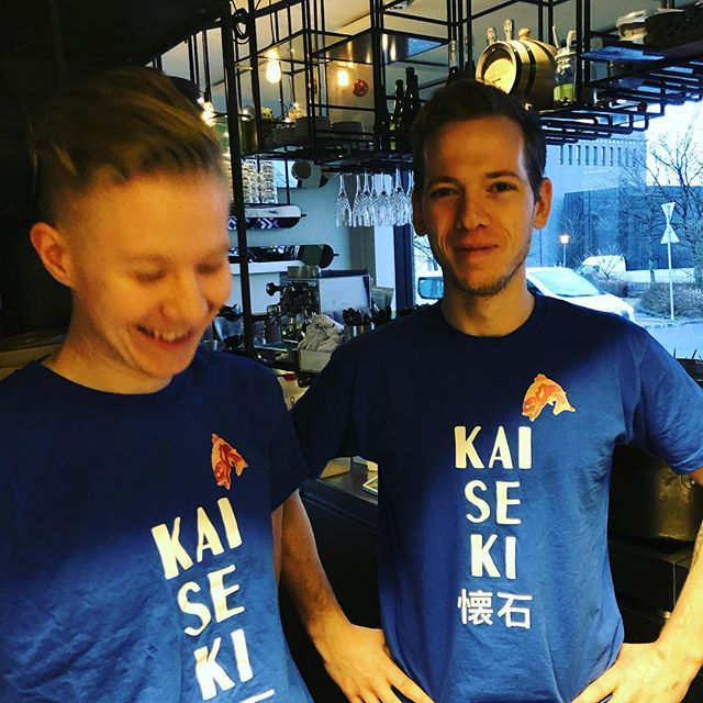 Hey vegna afbókanna eigum við 4 sæti laus í kvöld á kaiseki pop up dinnerinn hringið í 7883900 fyrir bókun // Hey due to late cancellations we have 4 seats available for tonights kaiseki popup call 7883900 for bookings @ramenmomo #nicyspicy #matbarrvk #bookit