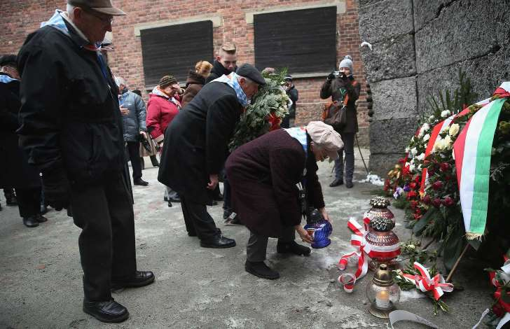 Auschwitz survivors paying their respects in Poland © Getty