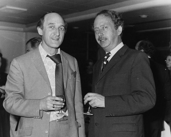 Ron_Moody_and_Lord_Dahrendorf,_1975