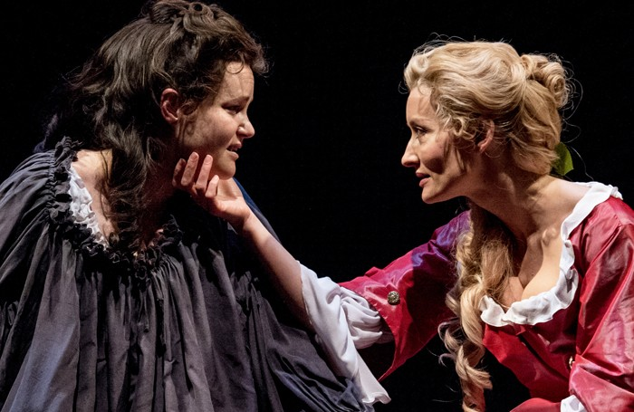 Queen Anne: Emma Cunliffe and Natascha McElhone © Manuel Harlan/RSC