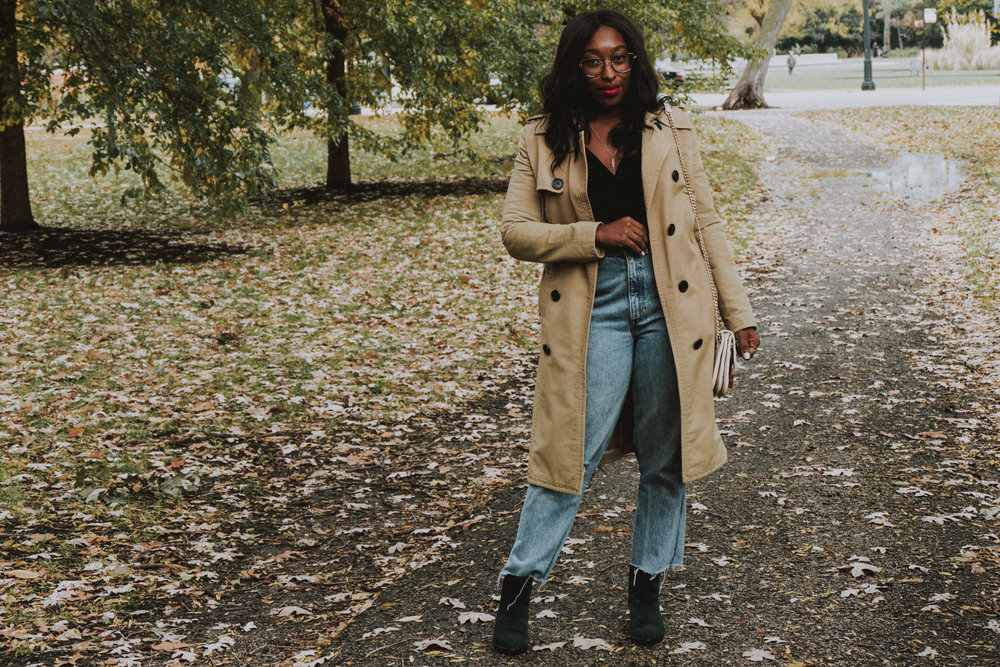 Fall fashion, fall 2018 fashion trends, mom jeans, fall 2018 makeup trends, how to style a trench coat