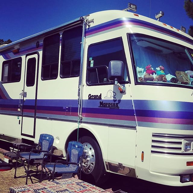 #Pickoftheday.YES Purple! #vintage 90s #Beaver #RV. Thanks #Beaver club #rally members for explaining the #cult. ______________ #RVlife #getoutdoors #beavercampers #adventures #rvmoves #campinglife #nevercominghome