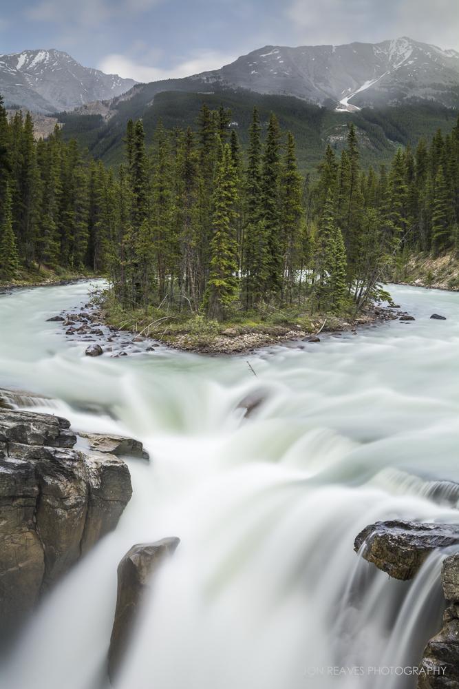 Sunwapta Falls, Jasper National Park (Nikon D7100, 18-35G :18mm, ISO 100, f11, 8 sec, tripod, polarizer, 3 stop grad. ND, 6 stop ND)